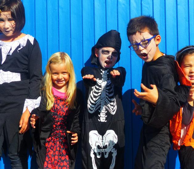 Enfants déguisés et maquillés pour la journée d'Halloween à Arès