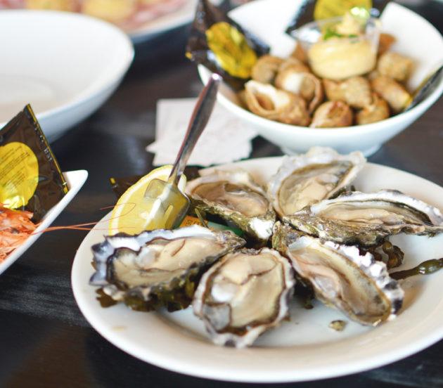 Plateau d'huîtres à déguster au Port Ostréicole d'Arès