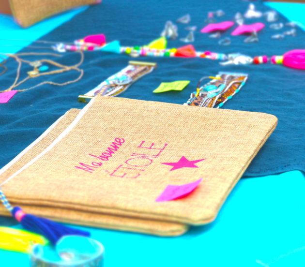 Création de bijoux et accessoires sur le marché d'Arès le mardi matin