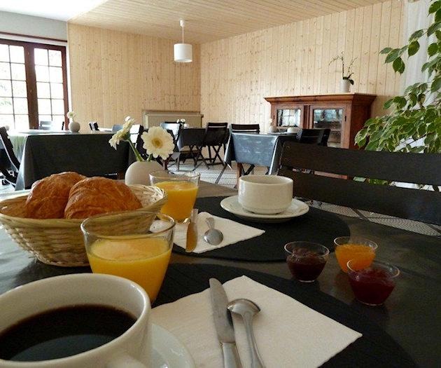 Salle du petit déjeuner de l'hôtel de La Petite Auberge d'Arès