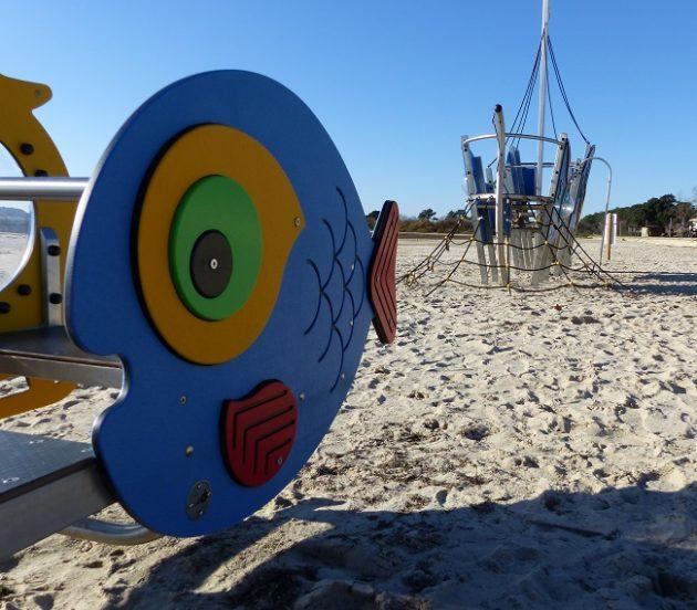 Aire de jeux pour les enfants sur la plage d'Arès