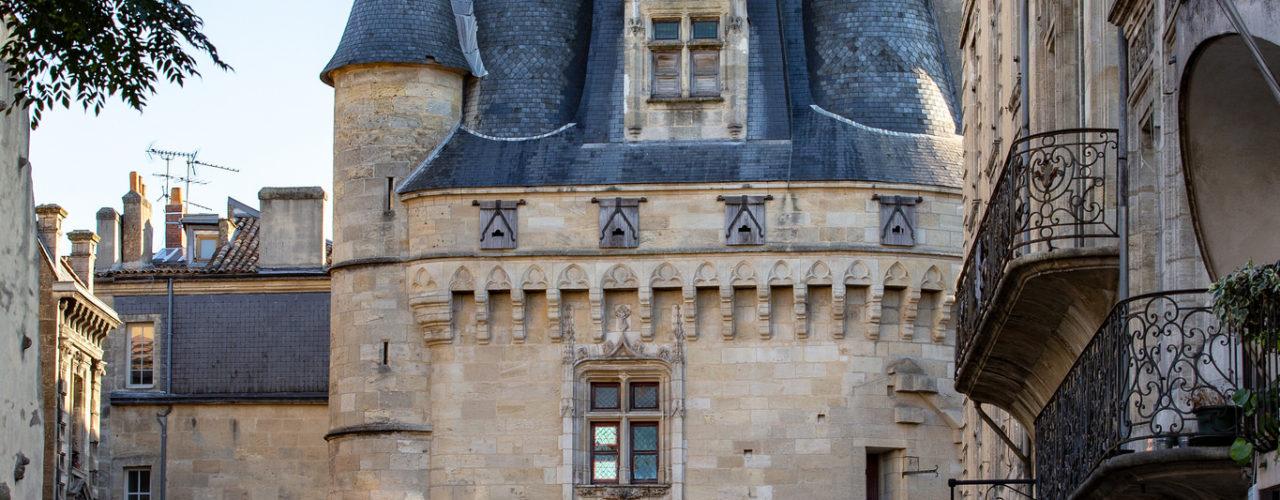 Célèbre Porte Cailhau, en centre-ville de Bordeaux.