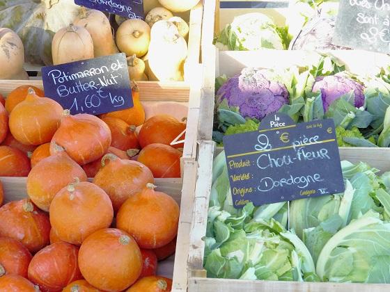 Légumes de la région sur le marché d'Arès.