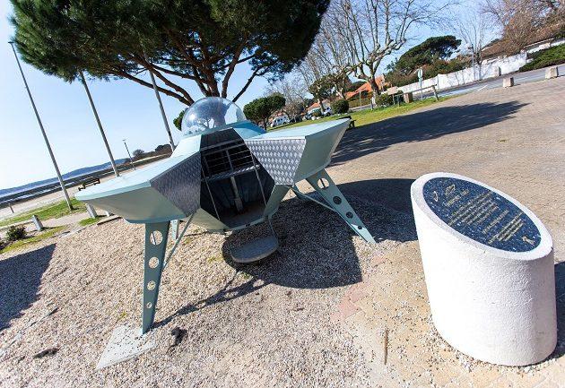 Soucoupe volante sur l'esplanade Dartiguelongue à Arès.