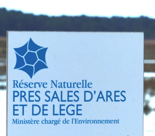 Panneau de la réserve naturelle nationale des Prés Salés d'Arès