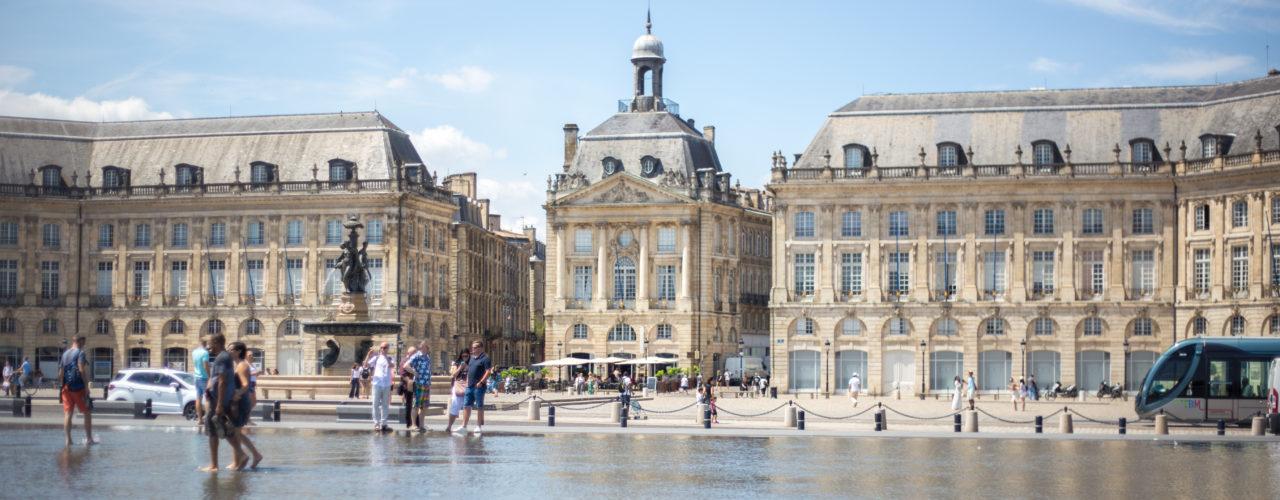 Place de la Bourse et Miroir d'eau à Bordeaux, le long des quais