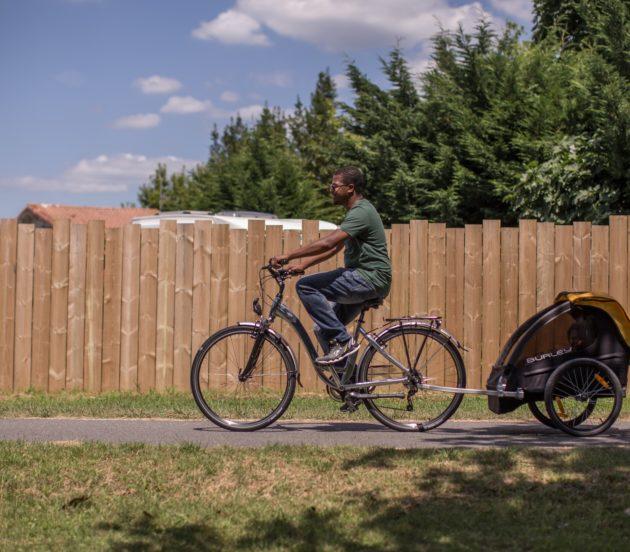 A bicyclette sur les pistes cyclables d'Arès.