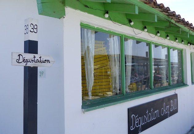 Cabane de dégustation sur le port ostréicole d'Arès