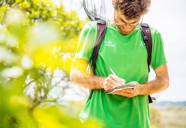 Guide nature, Alexandre, de l'Office de Tourisme d'Arès